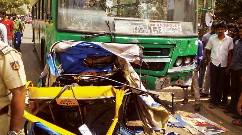 The tipper driver, identified as Savarapu Harish, 25, hailing from Samisragudem in West Godavari, rammed his vehicle straight into the lorry head on at high speed.