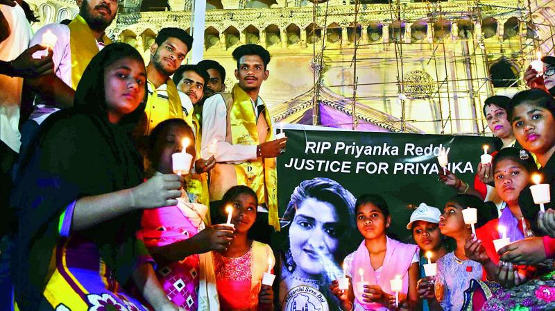 Vidyarthi Seva Dal holds a candle light programme, as a tribute to Priyanka at Charminar on Saturday.
