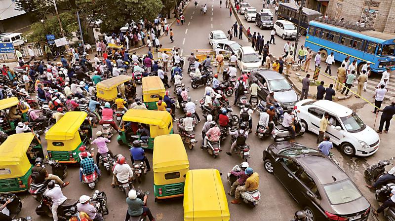 Traffic jam at JC Road due to a protest rally by members of Vokkaliga Sangha against Congress leader D.K. Shivakumar's arrest by Enforcement Directorate (ED), from National College Basavanagudi to Freedom Park, in Bengaluru on Wednesday. (Photo: DC)