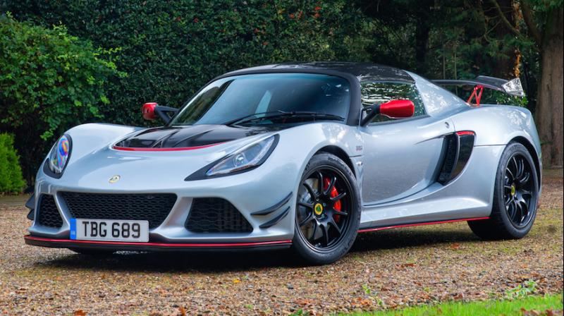 The Exige Race 380 uses a 2-way adjustable Ohlins damper system on its suspension, along with front and rear anti-roll bars.
