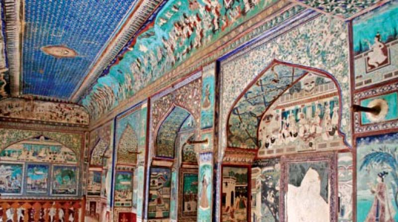 The unique Chitrashala is an art gallery with its walls and ceiling covered with the most amazing paintings