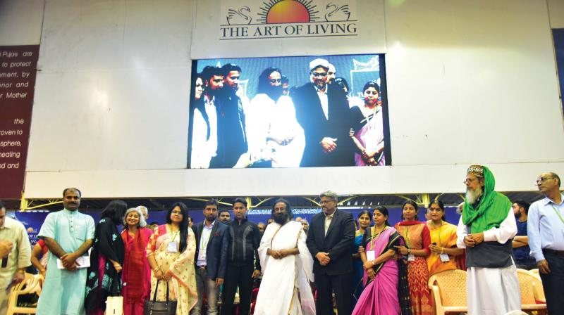 Sri Sri Ravishankar along with the families of slain army personnel and families of militants while addressing the media. (Photo: DC)