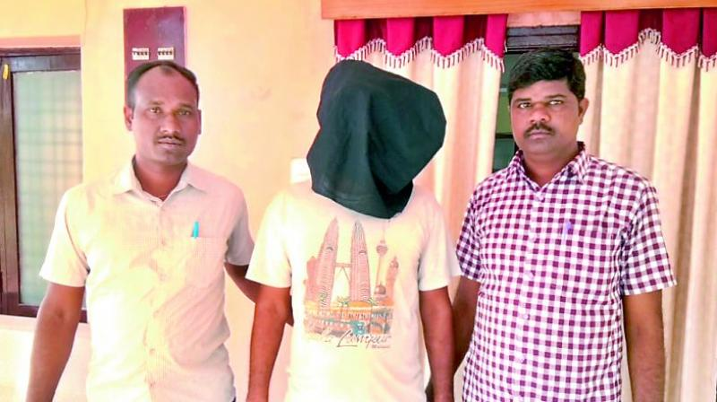 Bhongir police received a tip-off that Asif was planning to meet the suspects during mulaqat, and arrested him when he turned up.