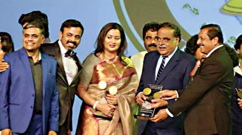 Ambareesh being felicitated at the 9th Association of Kannada Kootas of America (AKKA) world Kannada conference held at Atlantic City, New Jersey in September 2016. His wife Sumalatha was also present