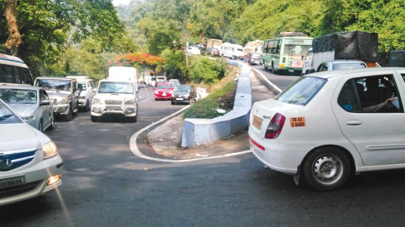 Traffic in Ooty-Coimbatore NH along the Marapalam-Burliar sector. (File photo)