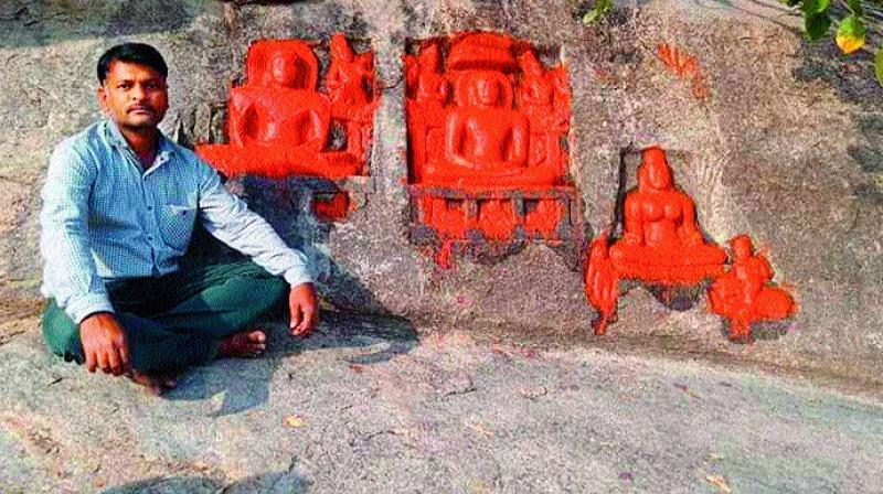 Historian Reddy Ratnakar Reddy with sculptures belonging to Jain Thirthankaras at Siddenki village. (Photo: DC)