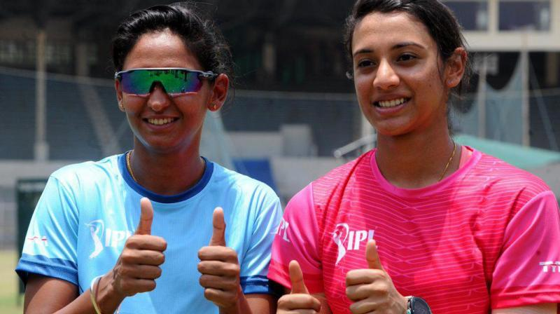 India's T20I skipper Harmanpreet Kaur has extended her association with Sydney Thunder while Smriti Mandhana has been signed up by Hobart Hurricanes for the fourth season of Women's Big Bash League. (Photo: Twitter / IPL)