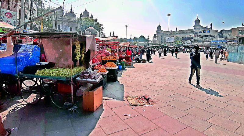 Hawkers are back in business at Charminar and Macca Masjid in large numbers. Though authorities have said that only licence holders will be allowed, the stretch is once again overflowing with hawkers.