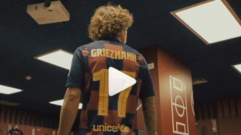 The video shows Antoine Griezmann staring at the dressing room and also sporting the 17 number Barcelona Jersey. (Photo screengrab: /Instagram/Antogriezmann)