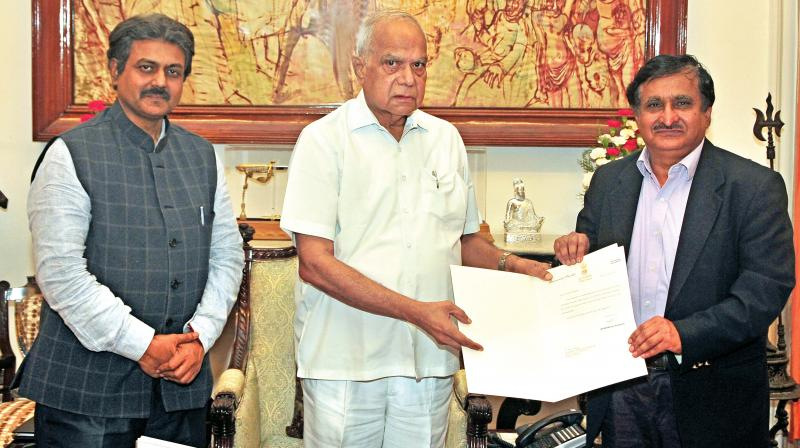Thiru. Banwarilal Purohit, Governor of Tamil Nadu, appointed Dr M.K. Surappa as vice-chancellor of Anna University at Raj Bhavan on Thursday. The Additional Chief Secretary to Governor, Thiru. R. Rajagopal, I.A.S was present on the occassion. (Photo:DC)