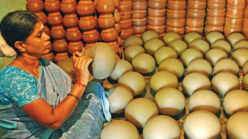 Pongal is traditionally cooked in a new mud pot, which used to be an important part of the rituals. It is commonly known as
