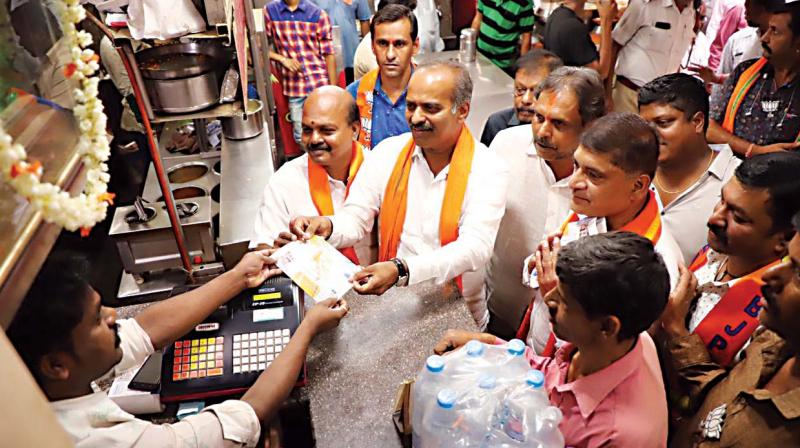 BJP candidate P.C. Mohan campaigns at Gopalapura in Bangalore Central constituency on Tuesday 	(Photo: DC)