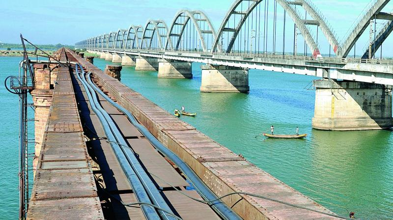 A View Of The Havelock Bridge In Rajahmundry Photo DC