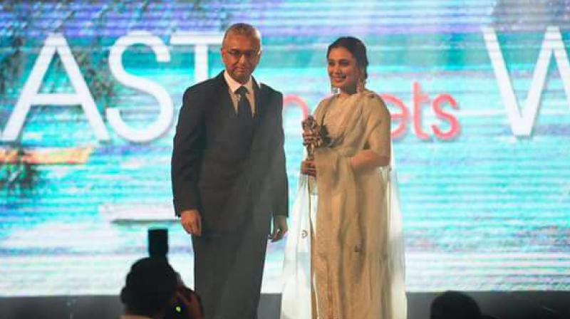 Rani Mukerji while receiving her award in Mauritius.