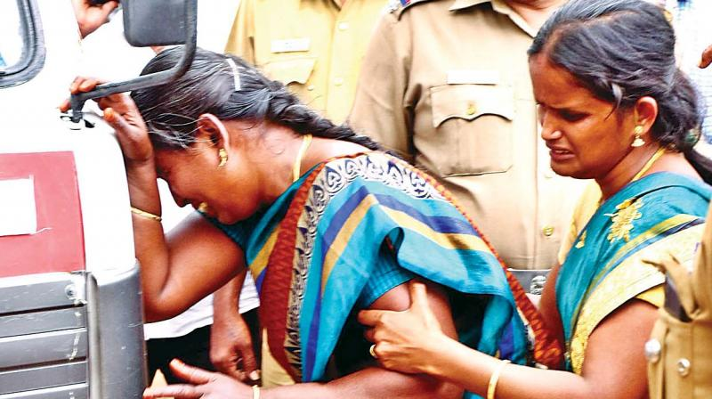 Parents cry after seeing the bodies of their sons and daughters in the mortuary of Theni GH on Monday (Photo: DC)