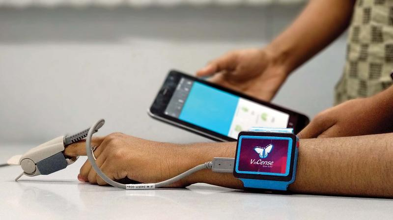 VinCense, health monitoring device (Photo: DC)