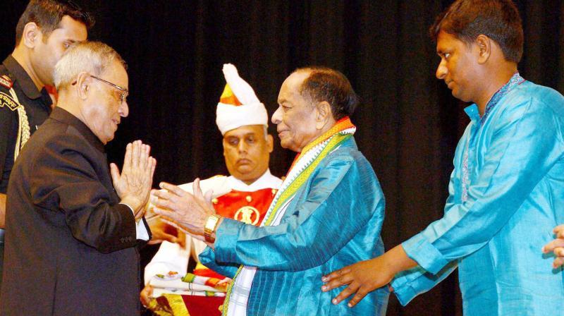 President Pranab Mukherjee greets Dr M. Balamuralikrishna after a concert at Rashtrapati Bhavan.