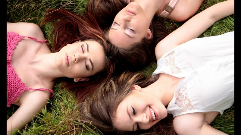Friendship carries both mental and physical benefits for lonliness. (Photo: Pixabay)