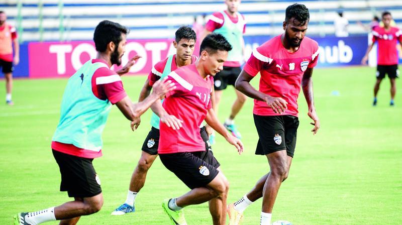 Bengaluru FC striker Seiminlen Doungel (centre) training at the Bangalore Football Stadium, in Bengaluru, on Tuesday (Photo: DC)