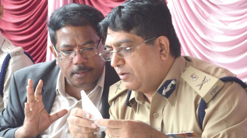 Police Commisioner Bhaskar Rao and BBMP Commissioner Manjunath Prasad in Bengaluru on Tuesday
