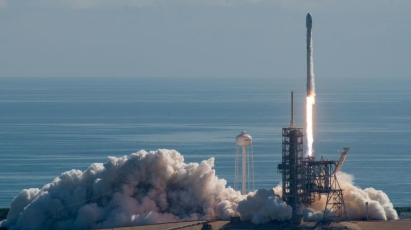A SpaceX Falcon 9 rocket carrying a secret US Air Force space plane takes off NASA's Kennedy Space Center (Photo:AFP)