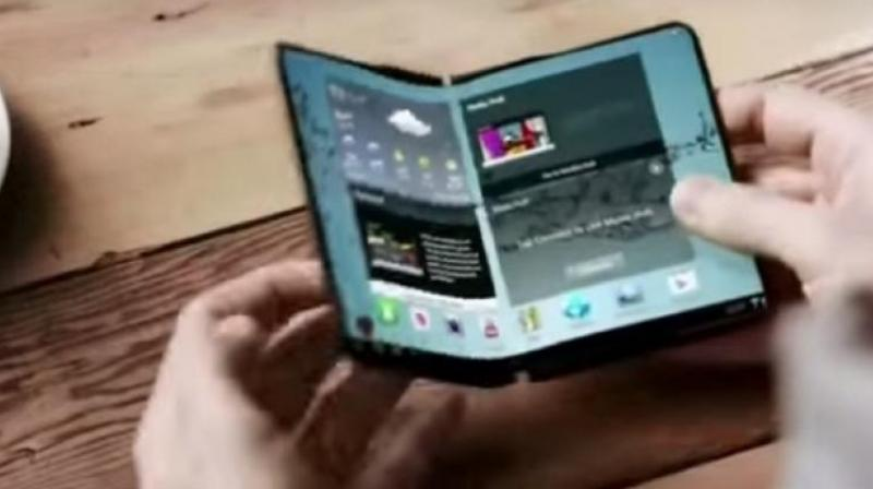 A prototype of a foldable smartphone by Samsung (Photo: Screengrab)