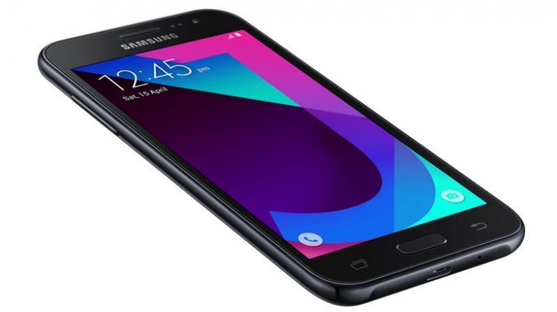 Samsung Galaxy J2 2017 Edition features a 4.7-inch qHD Super AMOLED display.