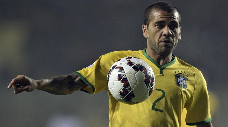 Brazil right-back Dani Alves given World Cup injury boost
