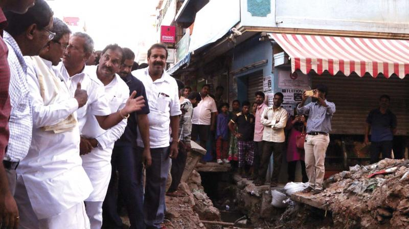 CM Siddaramaiah's city inspection on September 13, 2017 gave him a glimpse of what life is like for the average Bengalurean. (Photo: DC)