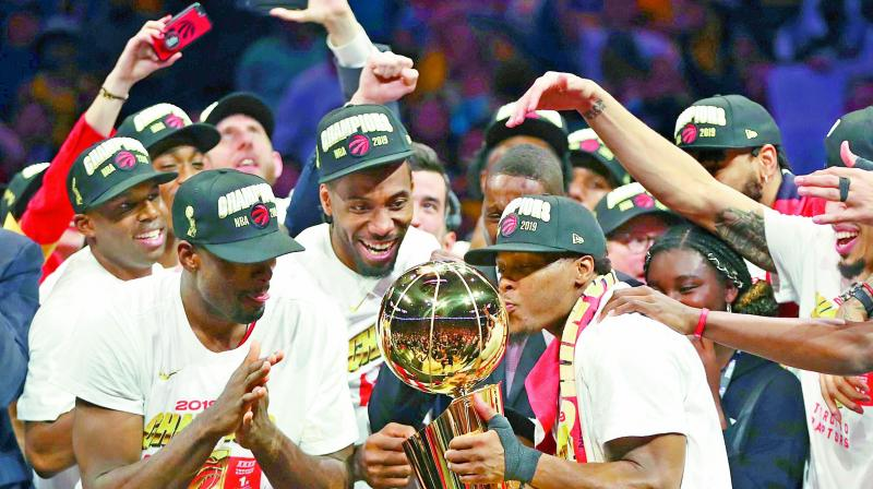 Players of the Toronto Raptors celebrate with the Larry O'Brien Championship Trophy after defeating Golden State Warriors in the NBA Finals at Oracle Arena in Oakland, California (USA) on Friday. (Photo: AFP)