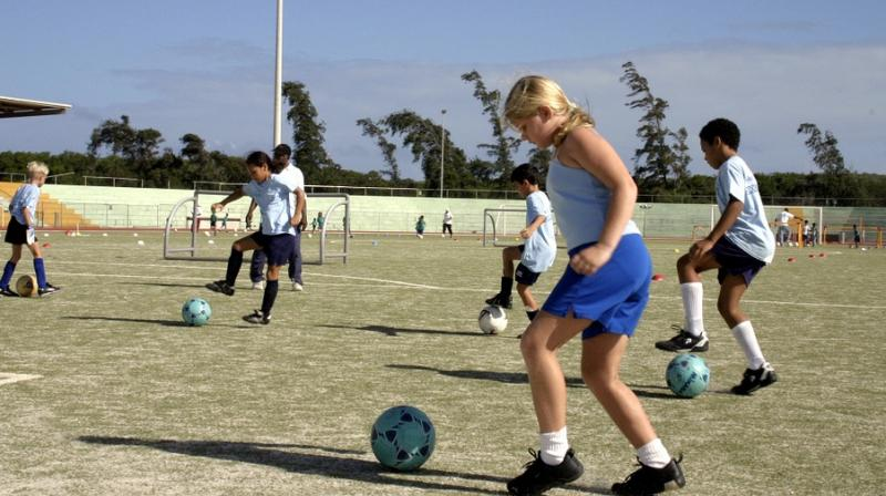 Football training in school can greatly improve girls' fitness. (Photo: Pixabay)