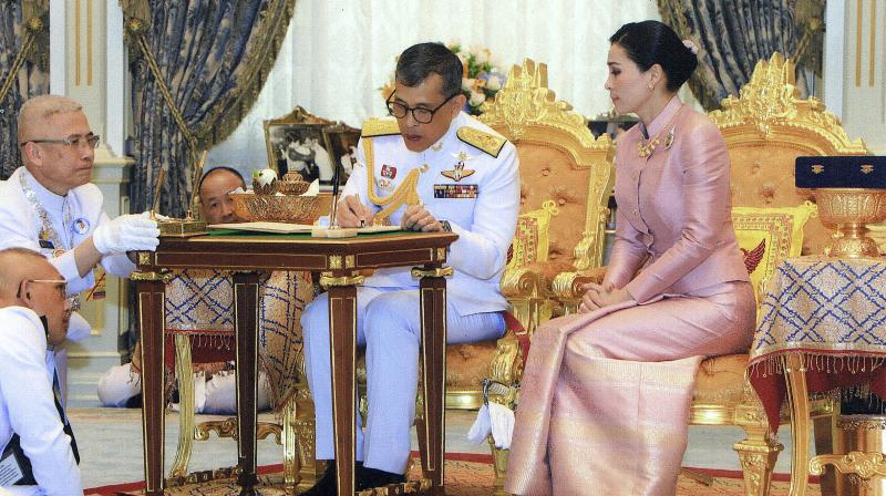 Thailand's King marries his long- time Bodyguard in a suprise wedding