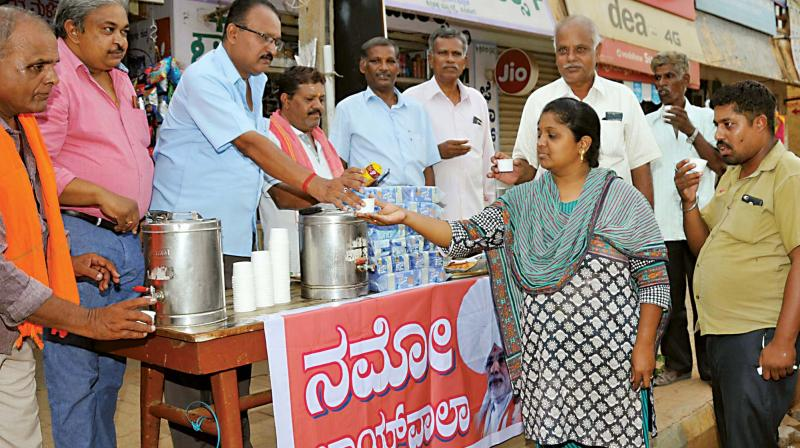 'Chaiwala' Modi fans distribute tea to mark swearing-in of Narendra Modi as PM, in Tumakuru on Thursday (Photo: KPN)