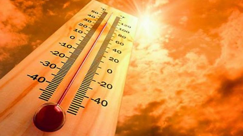 The temperature recorded in the city on Tuesday was three degrees above normal. Meanwhile, nights have remained cool, with temperatures between 21 and 23 degrees Celsius.