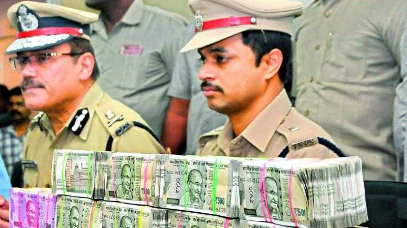 Police commissioner Anjani Kunar inspecting `90.5 lakh cash seized from four persons on Tuesday.(Photo: P. Surendra)