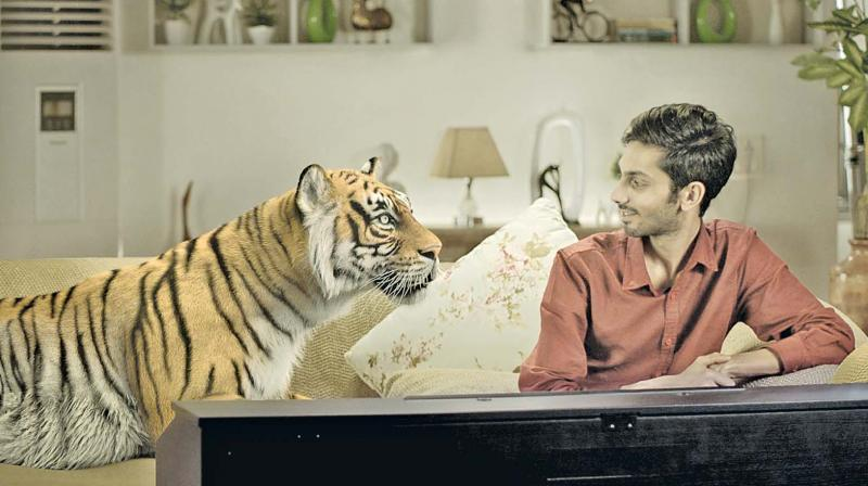A still from Anirudh Ravichander's number Pudhusaatam. (below) A still from the movie Thumbaa.
