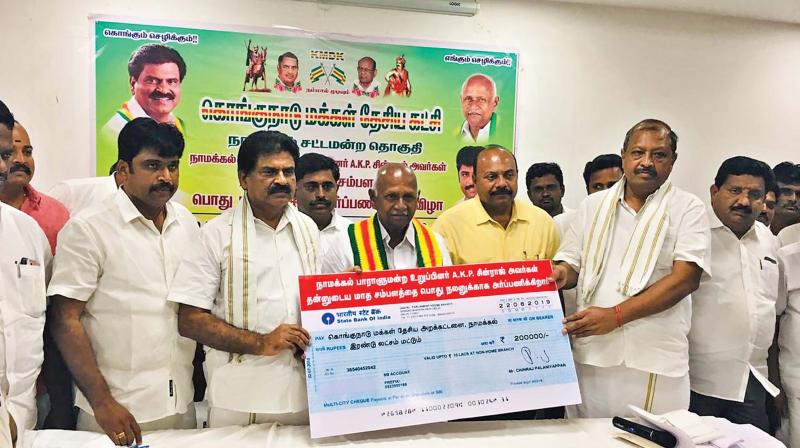 MP Chinnaraj hands over cheque to KMDK office bearers in Namakkal. (Photo: DC)