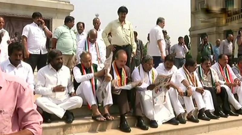 Congress lawmakers, accompanied by Ghulam Nabi Azad, Ashok Gehlot and former Karnataka CM Siddaramaiah were protesting against B S Yeddyurappa's swearing in as Chief Minister of Karnataka. (Photo: ANI | Twitter)