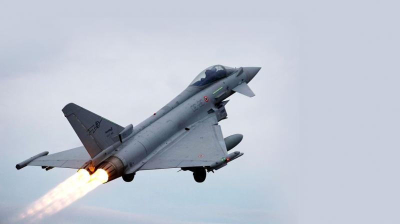 India signed an agreement with France for the purchase of 36 Rafale fighter aircraft in a fly-away condition as part of the upgrading process of the Indian Air Force equipment. The estimated cost of the deal is Rs 58,000 crore. (Photo: File)