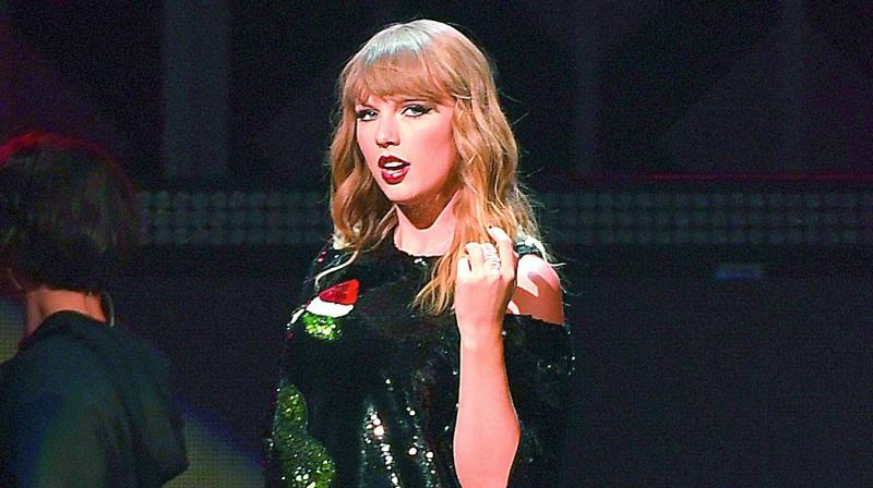 Taylor Swift & Boyfriend Joe Alwyn Make Rare Appearance Out in New Photos