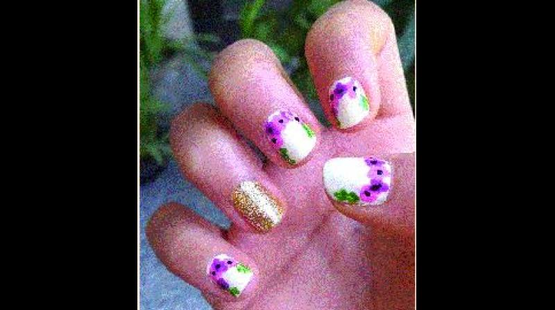Nails Go The Floral Way