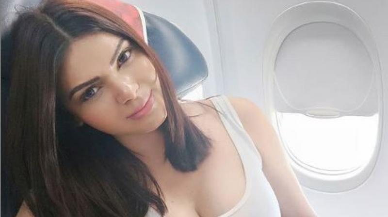 Before India took on arch-rivals Pakistan, bollywood actress Sherlyn Chopra on the occasion of fathers day, shared a bold picture of hers stating – when it comes to a match rivarly between India and Pakistan, India will always remain the father of Pakistan. (Photo: Sherlyn Chopra/ INstagram)