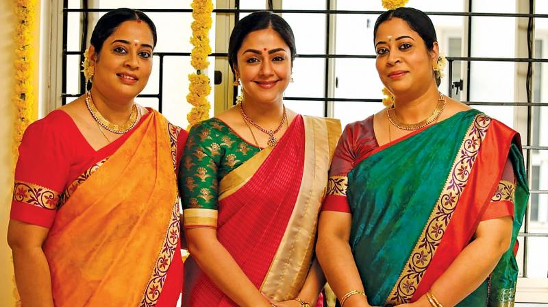 Radha Mohan had made a casting call for the roles of Jyothika's twin sister in Kaattrin Mozhi , a remake of B'town film Tumhari Sulu.