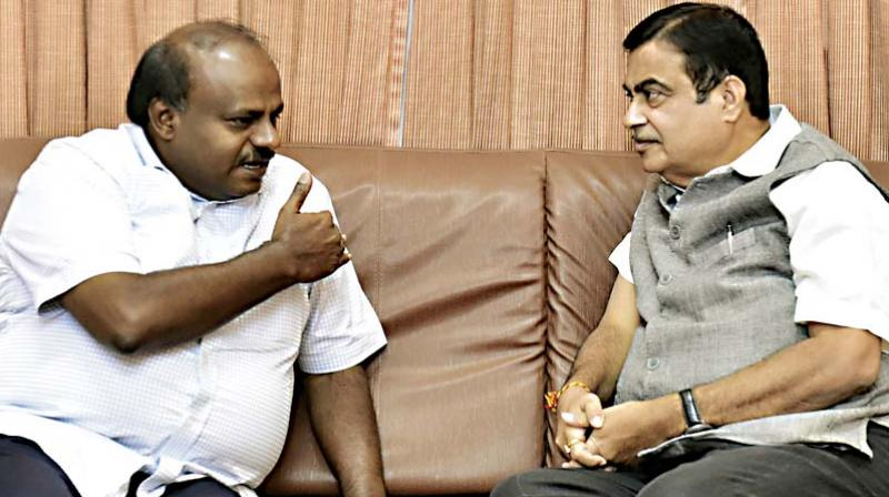 CM H.D. Kumaraswamy in conversation with Union Minister for Road Transport and Highways, Shipping and Water Resources Nitin Gadkari in Bengaluru on Saturday  (Photo: DC)