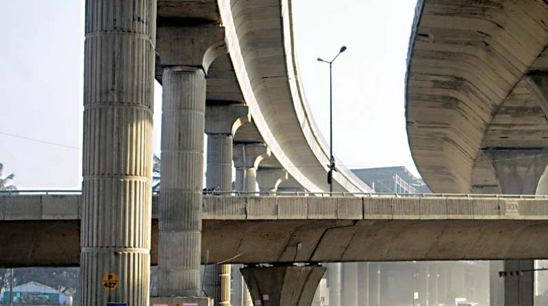 While construction of the elevated corridor will attract traffic from all directions and reduce the level of congestion on the connecting roads,  it will  increase the congestion on its own stretch. But if a Metro Rail is built on this route it could reduce congestion on the roads a lot more.