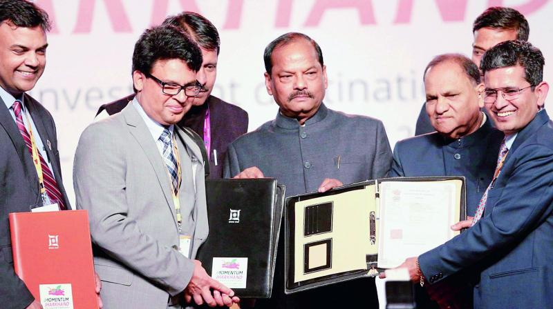 Jharkhand Chief Minister Raghubar Das with Indian investors and foreign representatives after signing MoU during Global Investors Summit at Khelgaon in Ranchi, Jharkhand on Friday. (Photo: AP)