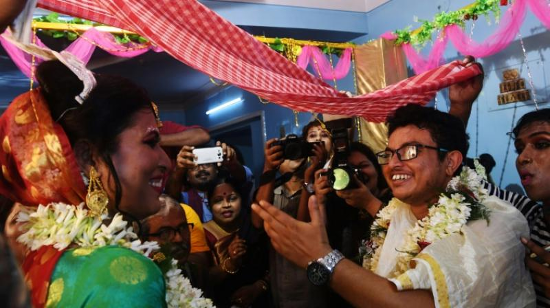 Surrounded by family and friends, bride Tista Das, 38, and groom Dipan Chakravarthy, 40, took part in rituals and pledged their love for each other. (Photo: AFP)