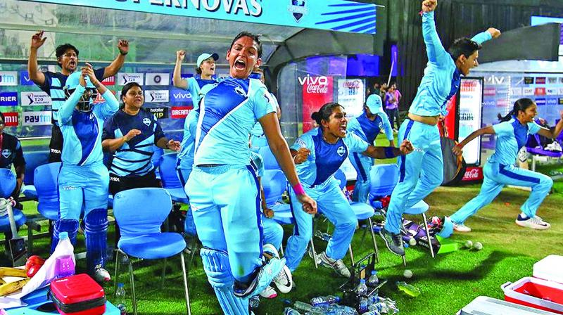 Harmanpreet Kaur (centre) celebrates Supernovas' title triumph. (Photo: BCCI)