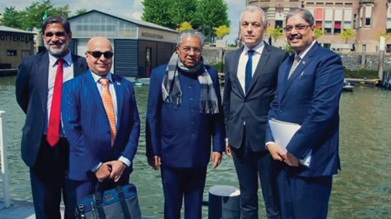 The chief minister later visited an experimental station of the University of Wageningen at Westmaas in Netherlands. Mr. MA (Marco) Otte, senior advisor, Relation Management & Account Management, received the delegation.
