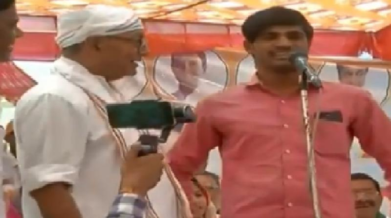 Watch: Young Modi bhakt gives hilarious response to Diggy's query in election rally